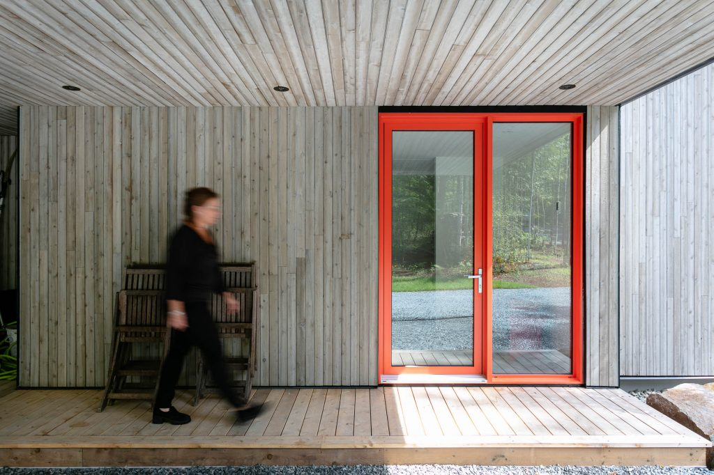 Porte orange - Chalet sur le Lac